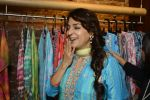 Juhi Chawla innaugurates Gopi Vaid_s new store on 15th Oct 2016 (104)_5804a26c36b00.JPG