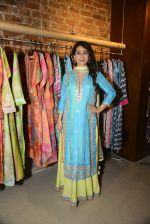 Juhi Chawla innaugurates Gopi Vaid_s new store on 15th Oct 2016 (106)_5804a26d93bc6.JPG