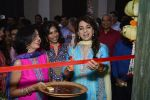 Juhi Chawla innaugurates Gopi Vaid_s new store on 15th Oct 2016 (84)_5804a260d1f4a.JPG