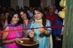 Juhi Chawla innaugurates Gopi Vaid_s new store on 15th Oct 2016 (85)_5804a2619bcdc.JPG
