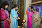 Juhi Chawla innaugurates Gopi Vaid_s new store on 15th Oct 2016 (86)_5804a26262670.JPG
