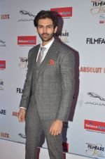 Karthik Aaryan at Filmfare Glamour & Style Awards 2016 in Mumbai on 15th Oct 2016 (2054)_5804da8796201.JPG