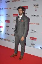 Karthik Aaryan at Filmfare Glamour & Style Awards 2016 in Mumbai on 15th Oct 2016 (2056)_5804da8939d42.JPG