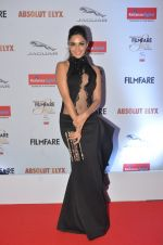 Kiara Advani at Filmfare Glamour & Style Awards 2016 in Mumbai on 15th Oct 2016 (1498)_5804daa3b55c2.JPG