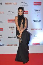 Kiara Advani at Filmfare Glamour & Style Awards 2016 in Mumbai on 15th Oct 2016 (1499)_5804daa518444.JPG