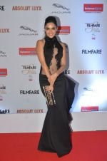 Kiara Advani at Filmfare Glamour & Style Awards 2016 in Mumbai on 15th Oct 2016 (1500)_5804daa66dbf5.JPG