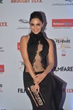 Kiara Advani at Filmfare Glamour & Style Awards 2016 in Mumbai on 15th Oct 2016 (1504)_5804daaa16ebb.JPG