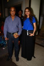 Madhoo Shah at Hema Malini_s bday party on 16th Oct 2016 (68)_5804c7d2c7d16.JPG