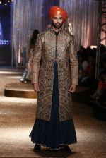 Model walk the ramp for JJ Valaya Show grand finale at amazon India Fashion Week on 16th Oct 2016 (16)_5804c626c5000.jpg