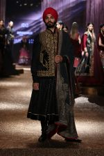Model walk the ramp for JJ Valaya Show grand finale at amazon India Fashion Week on 16th Oct 2016 (50)_5804c6417cbff.jpg