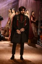 Model walk the ramp for JJ Valaya Show grand finale at amazon India Fashion Week on 16th Oct 2016 (74)_5804c654c4120.jpg