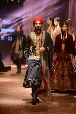 Model walk the ramp for JJ Valaya Show grand finale at amazon India Fashion Week on 16th Oct 2016 (75)_5804c6557388f.jpg