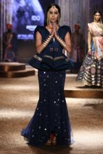 Model walk the ramp for JJ Valaya Show grand finale at amazon India Fashion Week on 16th Oct 2016 (14)_5804c62516b08.jpg