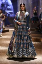 Model walk the ramp for JJ Valaya Show grand finale at amazon India Fashion Week on 16th Oct 2016 (17)_5804c627ce896.jpg