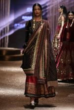 Model walk the ramp for JJ Valaya Show grand finale at amazon India Fashion Week on 16th Oct 2016 (40)_5804c639ddd3b.jpg