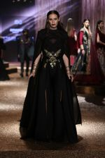 Model walk the ramp for JJ Valaya Show grand finale at amazon India Fashion Week on 16th Oct 2016 (45)_5804c63d59b3b.jpg