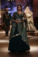 Model walk the ramp for JJ Valaya Show grand finale at amazon India Fashion Week on 16th Oct 2016 (57)_5804c64870690.jpg