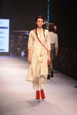 Model walks for Masaba at Amazon India Fashion Week on 15th Oct 2016 (37)_5804a3051583e.jpg