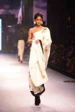 Model walks for Masaba at Amazon India Fashion Week on 15th Oct 2016 (30)_5804a2ff99f9f.jpg