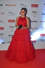 Neha Dhupia at Filmfare Glamour & Style Awards 2016 in Mumbai on 15th Oct 2016 (1220)_5804dad980b7d.JPG