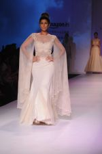 Nimrat Kaur walk the ramp for Mandira Wrik_s show at Amazon India Fashion Week on 15th Oct 2016 (43)_580498e0e2766.jpg