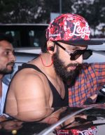 Ranveer Singh snapped in his signature cap on 16th Oct 2016 (11)_5804c354b4dbf.JPG