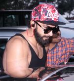 Ranveer Singh snapped in his signature cap on 16th Oct 2016 (9)_5804c3527ef95.JPG