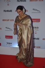 Rekha at Filmfare Glamour & Style Awards 2016 in Mumbai on 15th Oct 2016 (2042)_5804db82ace9b.JPG