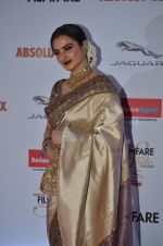 Rekha at Filmfare Glamour & Style Awards 2016 in Mumbai on 15th Oct 2016 (2045)_5804db859fb60.JPG