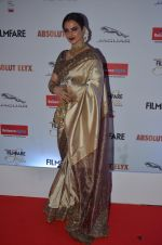 Rekha at Filmfare Glamour & Style Awards 2016 in Mumbai on 15th Oct 2016 (2047)_5804db8708635.JPG