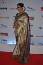 Rekha at Filmfare Glamour & Style Awards 2016 in Mumbai on 15th Oct 2016 (2048)_5804db879c75e.JPG