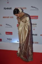 Rekha at Filmfare Glamour & Style Awards 2016 in Mumbai on 15th Oct 2016 (2050)_5804db896afe9.JPG