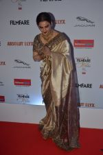 Rekha at Filmfare Glamour & Style Awards 2016 in Mumbai on 15th Oct 2016 (2056)_5804db8f0a9d5.JPG