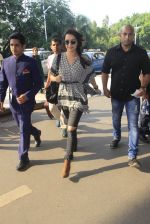 Shraddha Kapoor snapped at airport on 16th Oct 2016 (44)_5804dde623d99.JPG