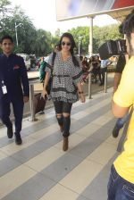 Shraddha Kapoor snapped at airport on 16th Oct 2016 (45)_5804dde75aa42.JPG