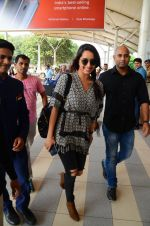 Shraddha Kapoor snapped at airport on 16th Oct 2016 (55)_5804ddf0dc892.JPG