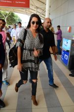 Shraddha Kapoor snapped at airport on 16th Oct 2016 (56)_5804ddf196139.JPG