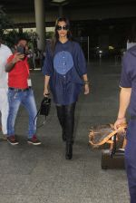 Sonam Kapoor snapped at airport on 17th Oct 2016 (36)_5804de048d8b0.JPG