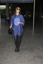 Sonam Kapoor snapped at airport on 17th Oct 2016 (37)_5804ddfe84c6f.JPG