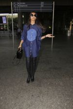 Sonam Kapoor snapped at airport on 17th Oct 2016 (39)_5804de001005c.JPG