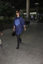 Sonam Kapoor snapped at airport on 17th Oct 2016 (42)_5804de024c9b7.JPG