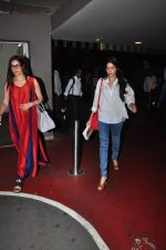 Sridevi, Jhanvi Kapoor snapped at airport on 16th Oct 2016 (25)_5804b9e1835d5.JPG