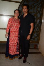 Sudhanshu Pandey at Hema Malini_s bday party on 16th Oct 2016 (19)_5804c812443d0.JPG