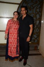 Sudhanshu Pandey at Hema Malini_s bday party on 16th Oct 2016 (20)_5804c8132b601.JPG