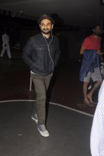 Vir Das snapped at airport on 16th Oct 2016 (7)_5804bb153d7cb.JPG