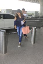 Gauri Khan snapped at airport on 18th Oct 2016 (12)_58062b175bf7f.JPG