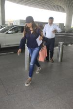Gauri Khan snapped at airport on 18th Oct 2016 (14)_58062b1a81325.JPG