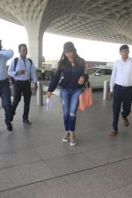 Gauri Khan snapped at airport on 18th Oct 2016 (15)_58062b1b8bd39.JPG