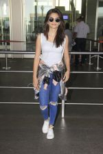 Kriti Kharbanda snapped at airport on 18th Oct 2016 (30)_58062b4790045.JPG
