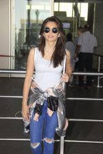 Kriti Kharbanda snapped at airport on 18th Oct 2016 (31)_58062b485bf45.JPG